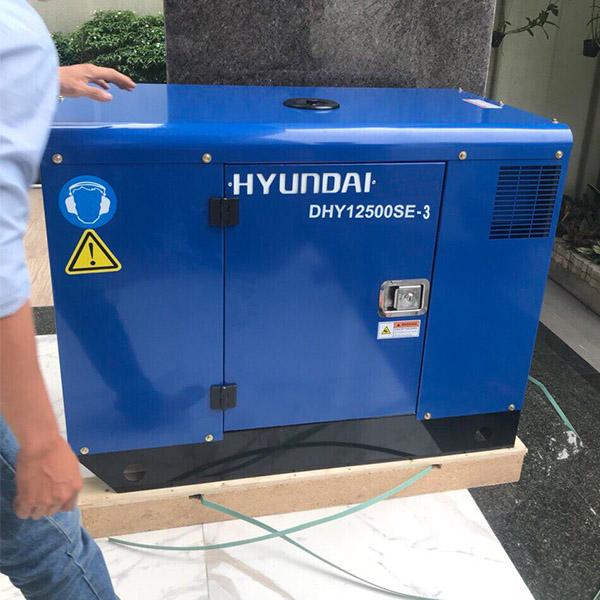 Máy phát điện 12KVA 3pha chạy dầu. DHY12500SE-3