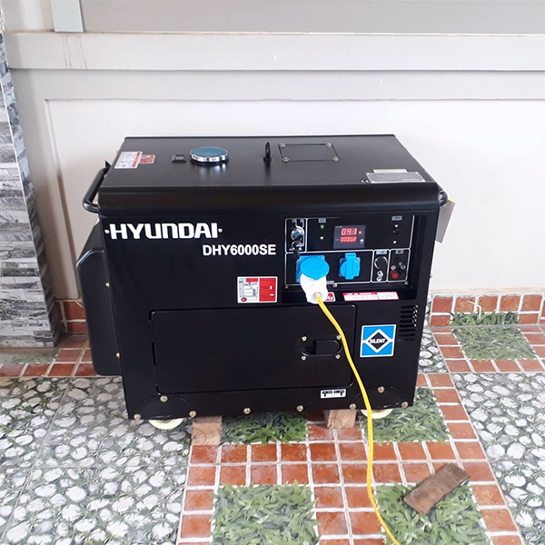 Máy phát điện chạy dầu 5kw sieu chong on. Hyundai DHY-6000SE 1