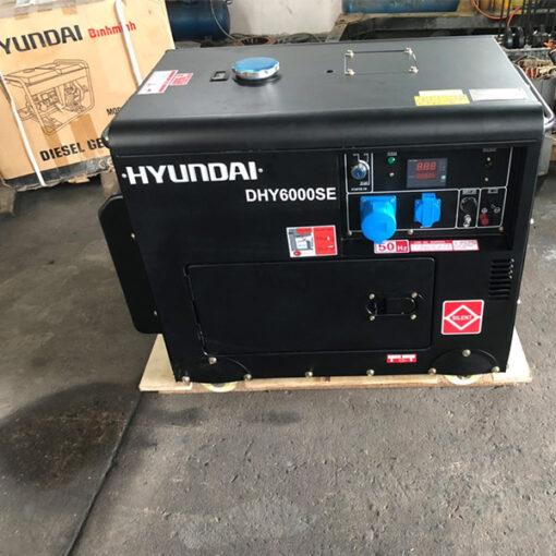 Máy phát điện chạy dầu 5kw sieu chong on. Hyundai DHY-6000SE 2